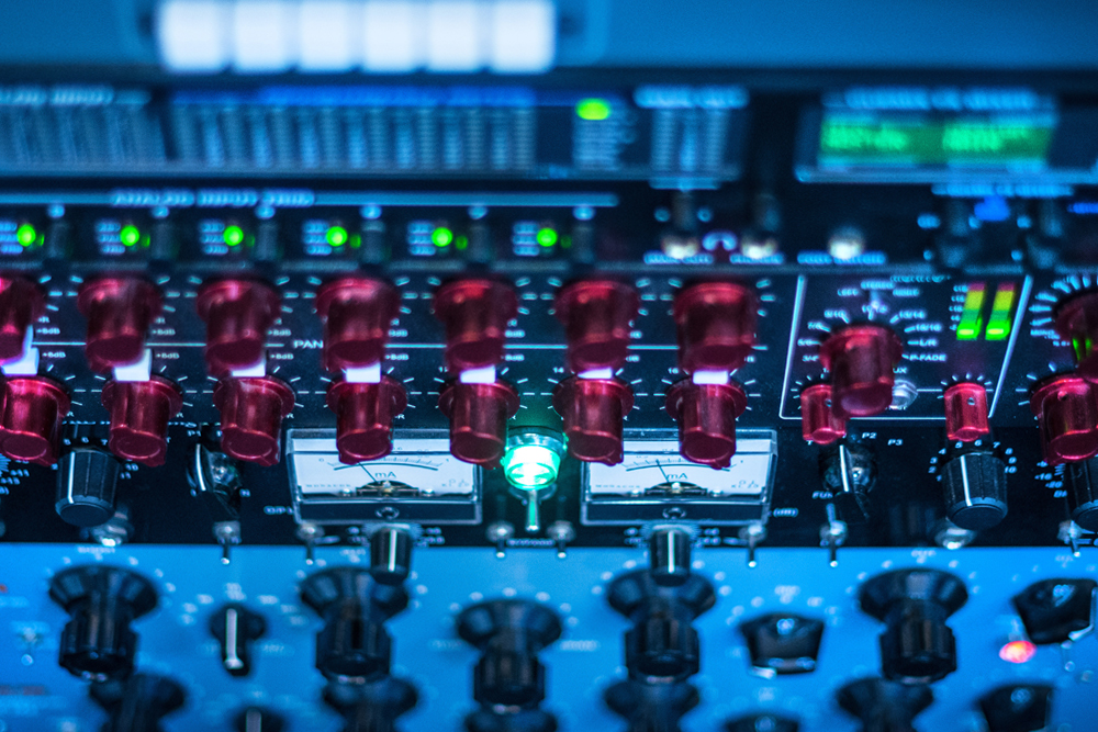 MASTERING ELECTRONIC MUSIC